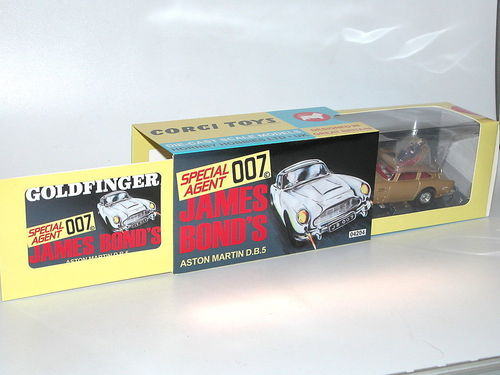 Corgi, James Bond's Aston Martin DB5, Goldfinger, gold, ca. 1/43