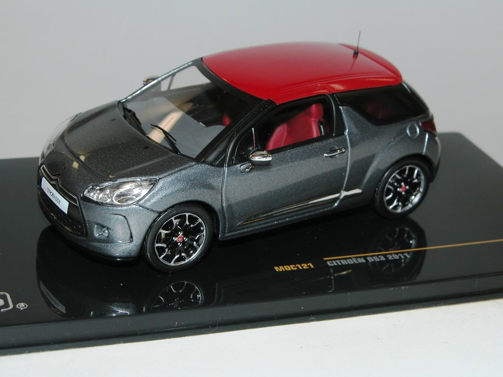 ixo citroen ds3 baujahr 2011 grau rot tolles modell in 1 43. Black Bedroom Furniture Sets. Home Design Ideas