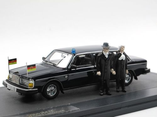 Matrix 1978 Volvo 264 TE Honecker Limousine + Figuren 1/43