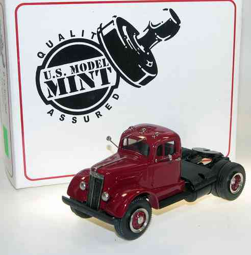 US Model Mint, 1951 White Mustang WC 22 Semi-Tractor, rot, 1/43