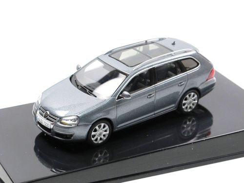 AutoArt 2007 VW Golf V Variant grey metallic 1/43