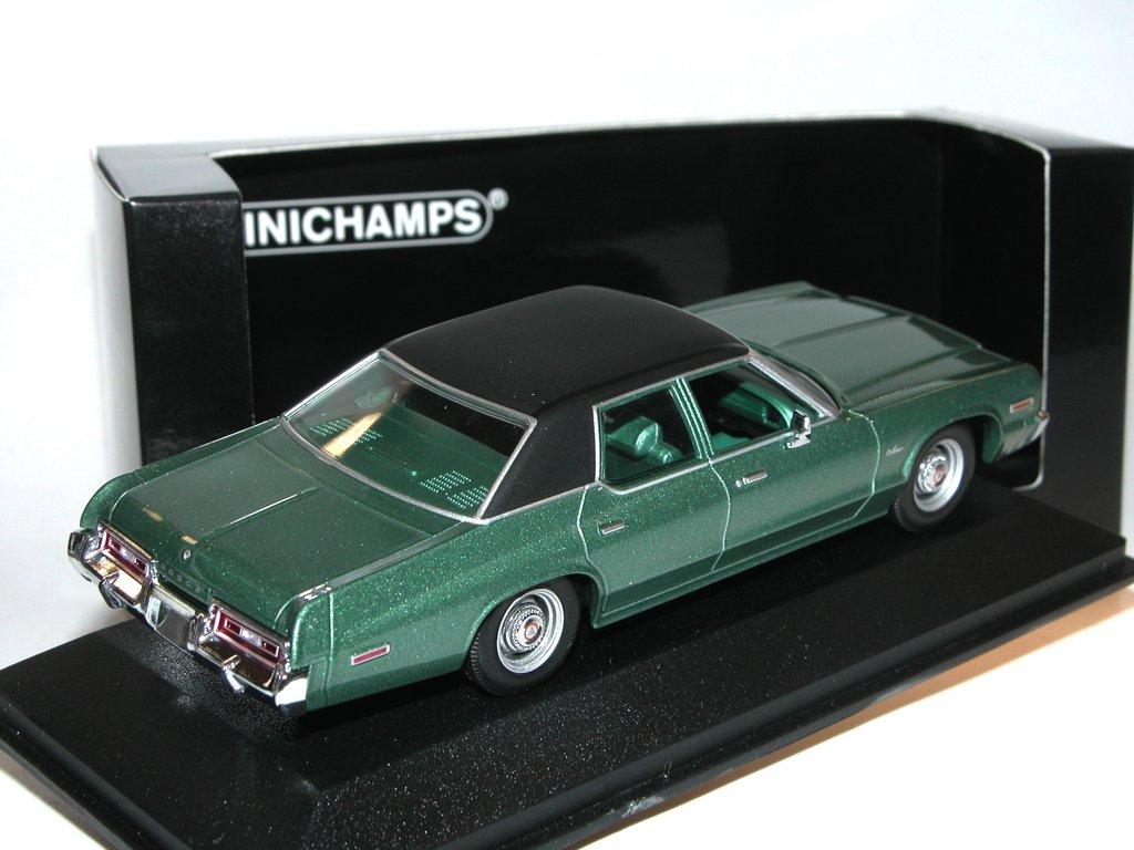 Dodge Monaco 1974 grün metallic Modellauto 1:43 Minichamps