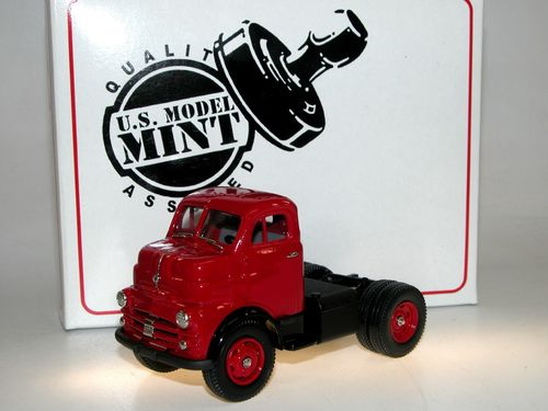 US Model Mint 1953 Dodge COE Semi-Tractor red/black 1/43