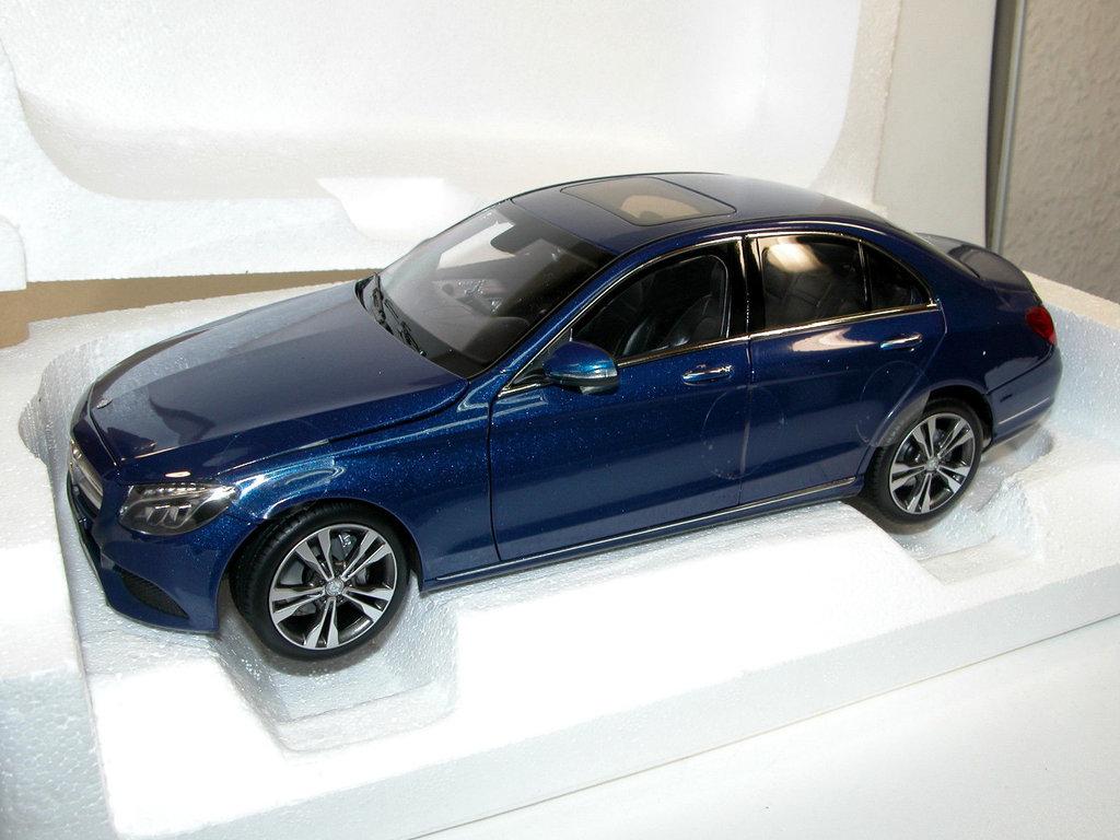 norev 2014 mercedes benz c klasse limousine blau. Black Bedroom Furniture Sets. Home Design Ideas