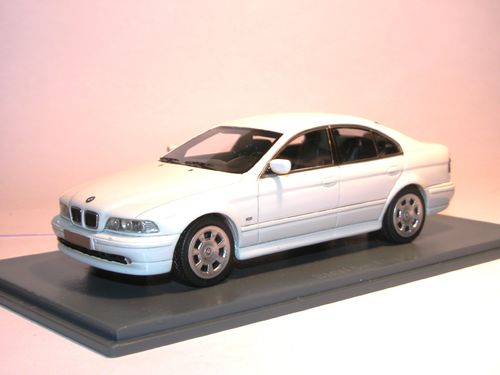 Neo Scale Models 2002 BMW 520i (E39) weiß 1/43