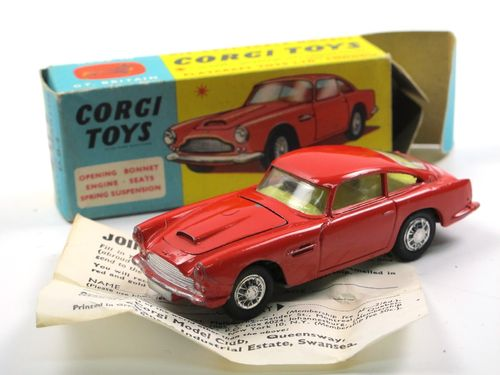 Corgi Toys 218 Aston Martin DB4 red near mint in Box