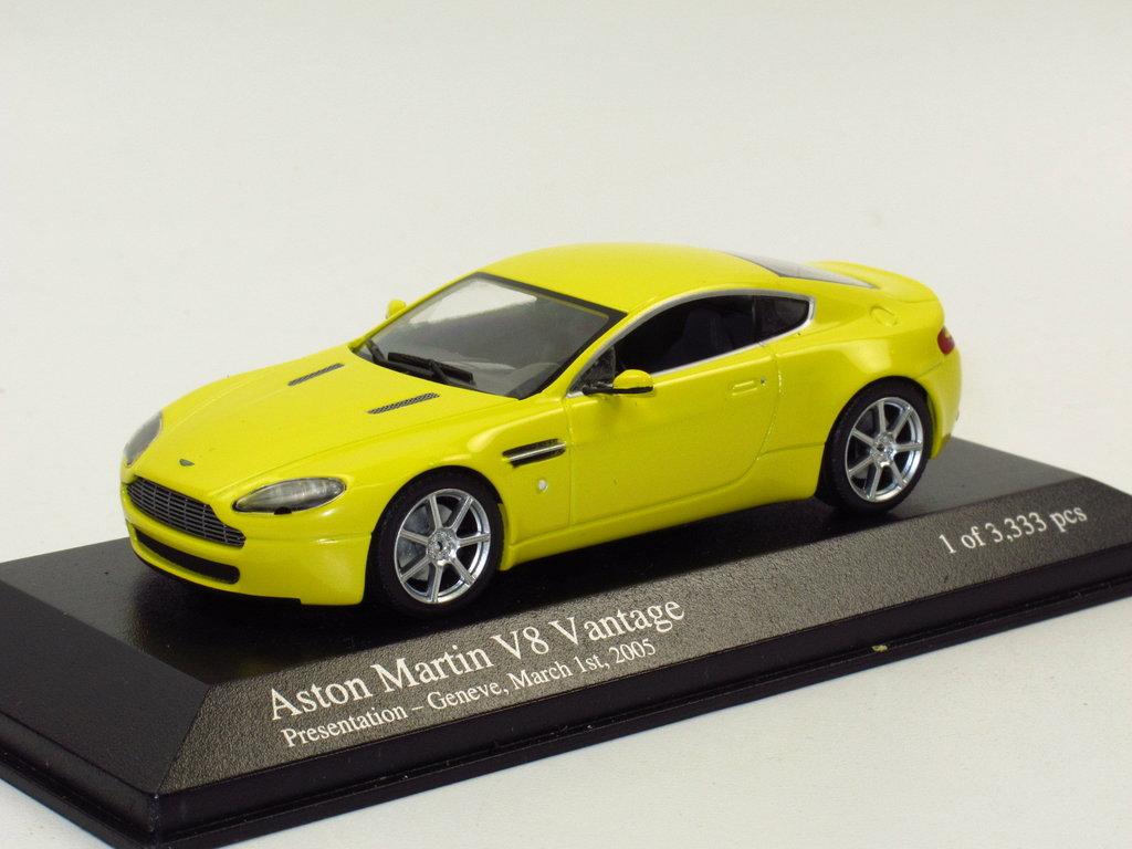 Minichamps 2005 Aston Martin V8 Vantage Yellow 1 43 Presentation