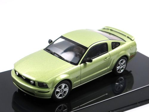 AutoArt Ford Mustang GT Auto Show 2004 Lime Green 1/43