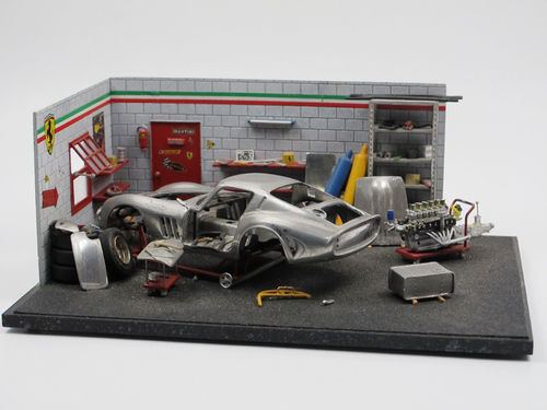 High Tech Modell Garage mit Ferrari 1/43 factory built