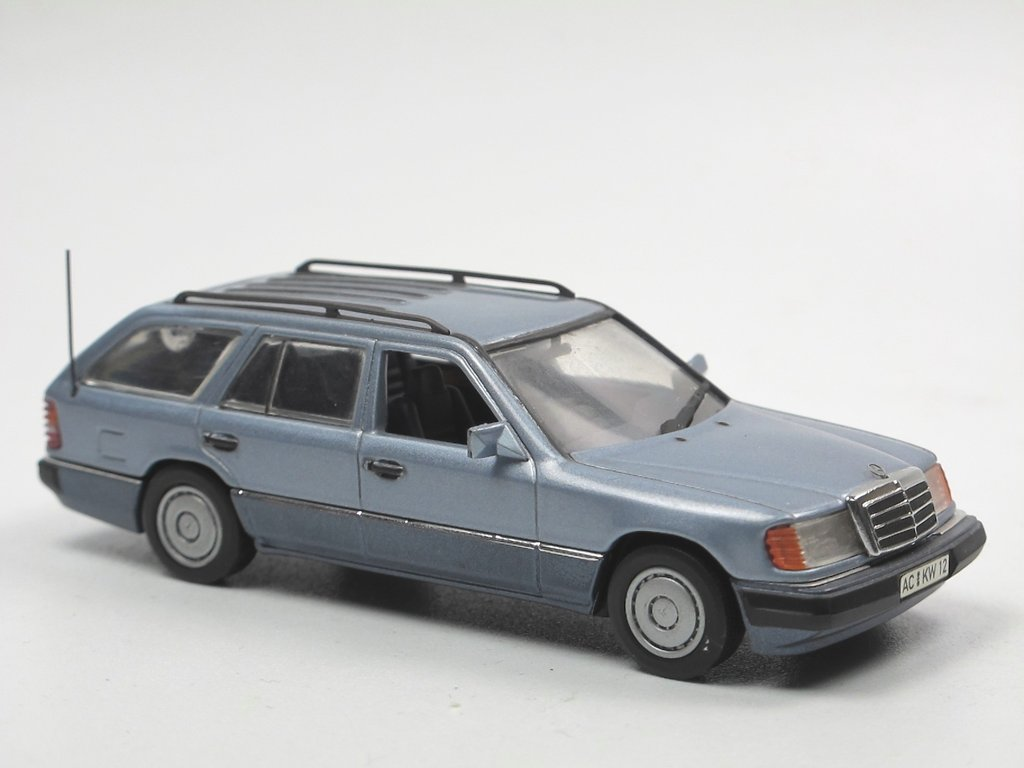 minichamps 1991 mercedes benz 230 te w124 t modell blau 1. Black Bedroom Furniture Sets. Home Design Ideas