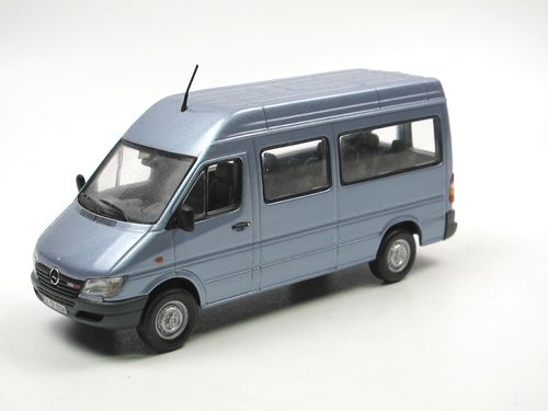 Minichamps 2000 Mercedes-Benz Sprinter Pearl blue 1/43