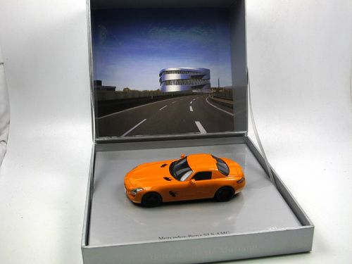 Minimax/Spark 2010 Mercedes-Benz SLS AMG C197 orange 1/43