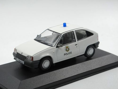 Vanguards Vauxhall Astra MK2 Central Scotland Police 1/43
