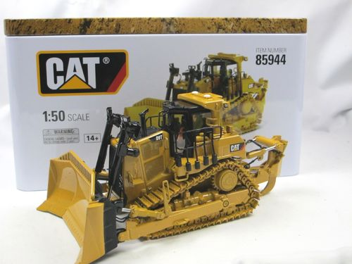 Diecast Masters CAT D9T Track Type Tractor Raupe 1/50
