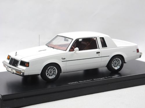 Auto World 1986 Buick Regal T-Type weiß 1/43
