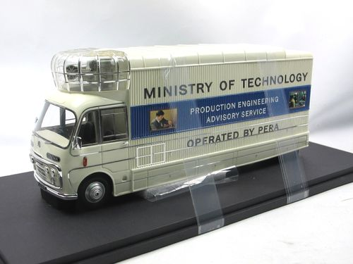 AutoCult 1967 Bedford SB3 Mobile Cinema 1/43