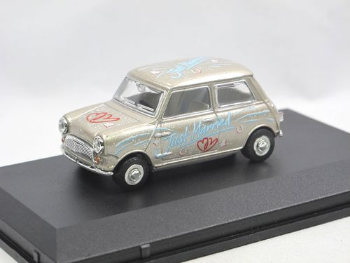 Oxford Diecast Just Married Mini Car silver 1/43