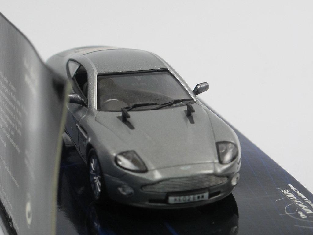 Minichamps 2002 Aston Martin V12 Vanquish James Bond Modell 1 43